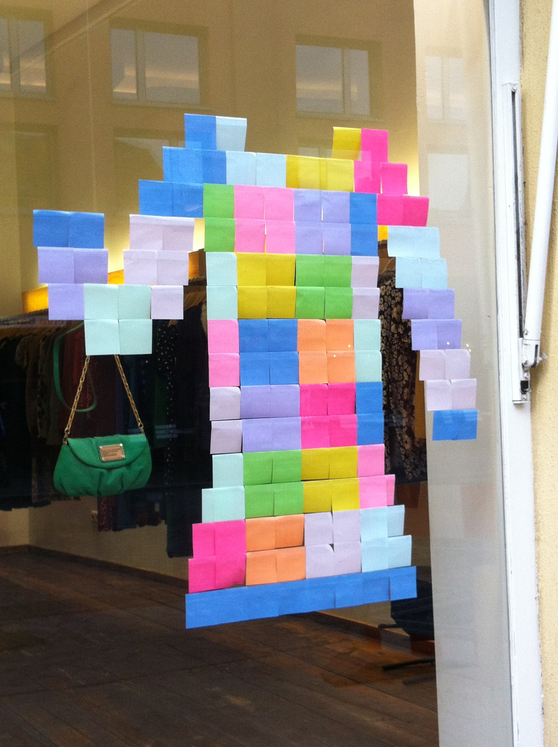 Post-it Laden-Deko in Schwabing