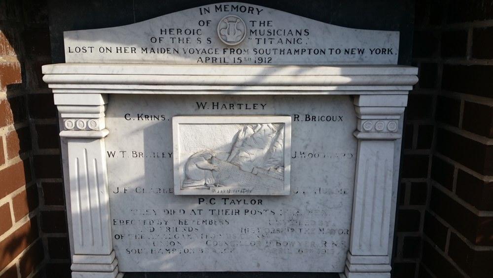 Denkmal für die tapferen Musiker auf der Titanic in Southampton
