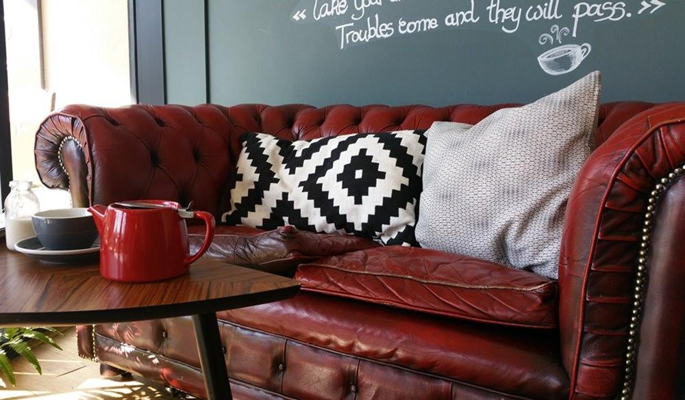 Gemütlich Tee trinken im Buchladen in Southampton