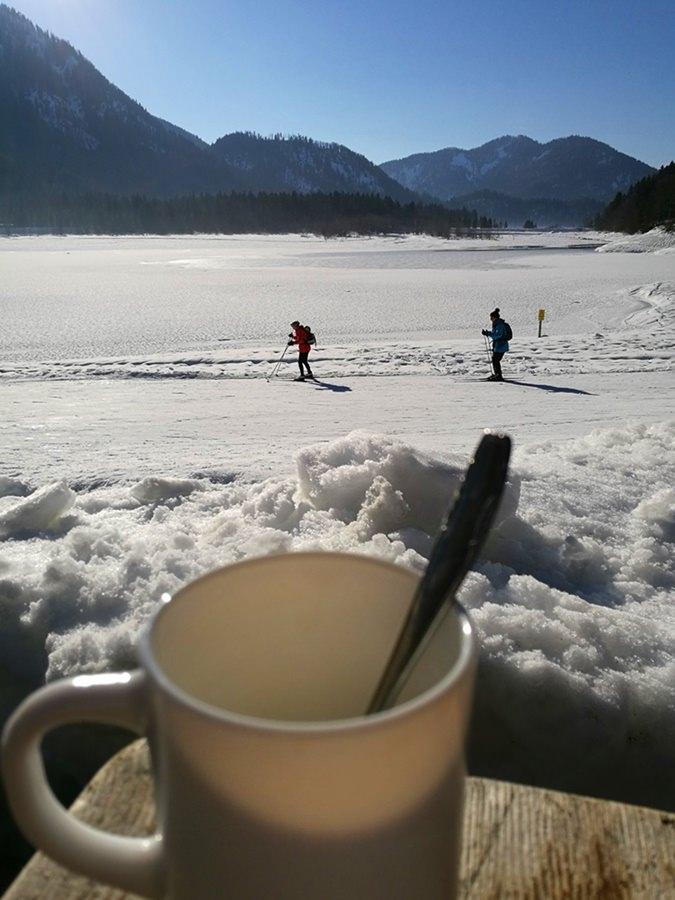 Feierabend Kaffee vor der Hütte Mittersee Alm